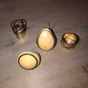 Set of 4 fashion rings